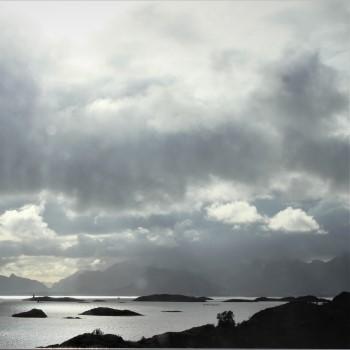 Hurtigruten grå skyar