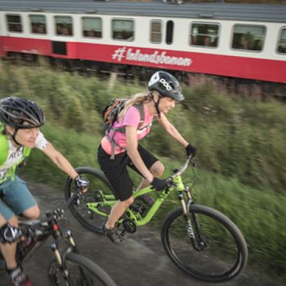 Längs Inlandsbanan finns tillgång till fin cykling.