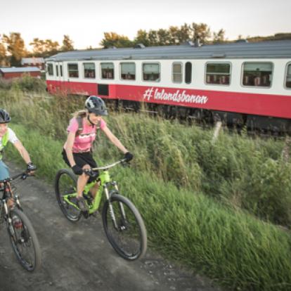 cykla längs Inlandsbanan