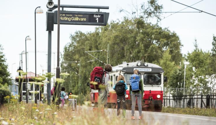 Västra station Östersund och Inlandsbanans norrgående tåg